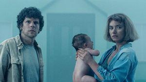 """Jesse Eisenberg ve Imogen Poots'lu """"Vivarium""""dan İlk Poster ve Klip Geldi!"""