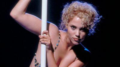 """25. Yıl Dönümünde """"Showgirls""""ün Bilinmeyenleri!"""
