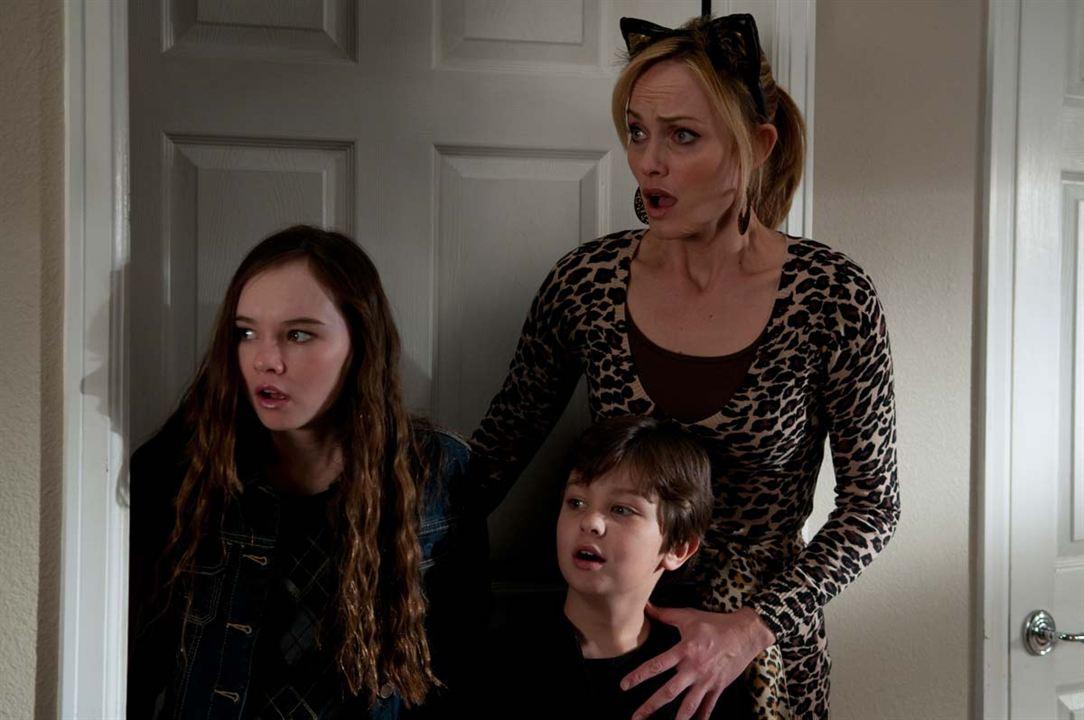 Kapımdaki Casus: Amber Valletta, Madeline Carroll, Will Shadley