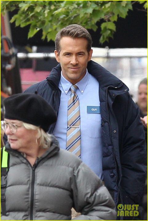 """Ryan Reynolds'lı """"Free Guy"""" Setinden İlk Kareler Görücüye Çıktı!"""
