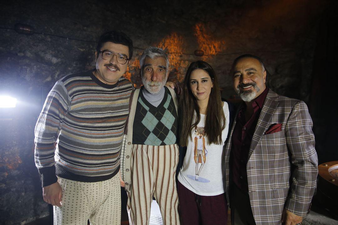 Küçük Esnaf : Fotograf Cengiz Bozkurt, Cezmi Baskin, Ibrahim Büyükak, Zeynep Koçak