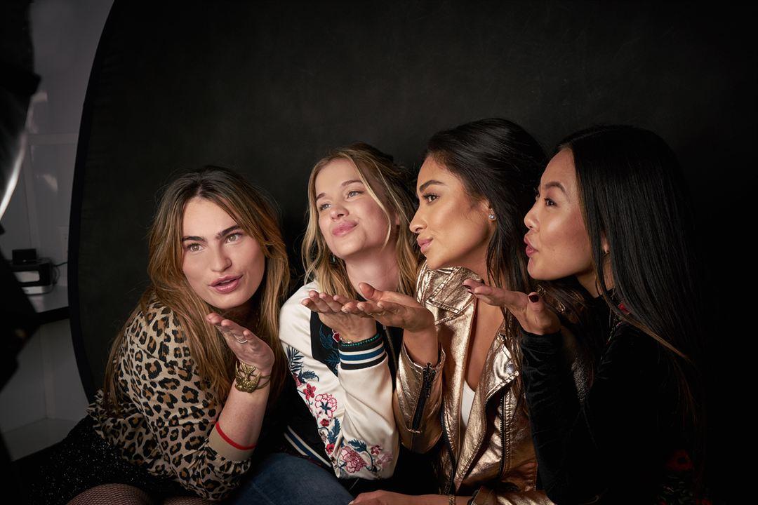 Fotograf Elizabeth Lail, Kathryn Gallagher, Nicole Kang, Shay Mitchell