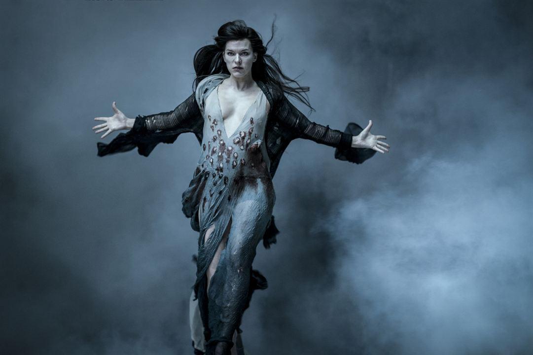 Hellboy : Fotograf Milla Jovovich