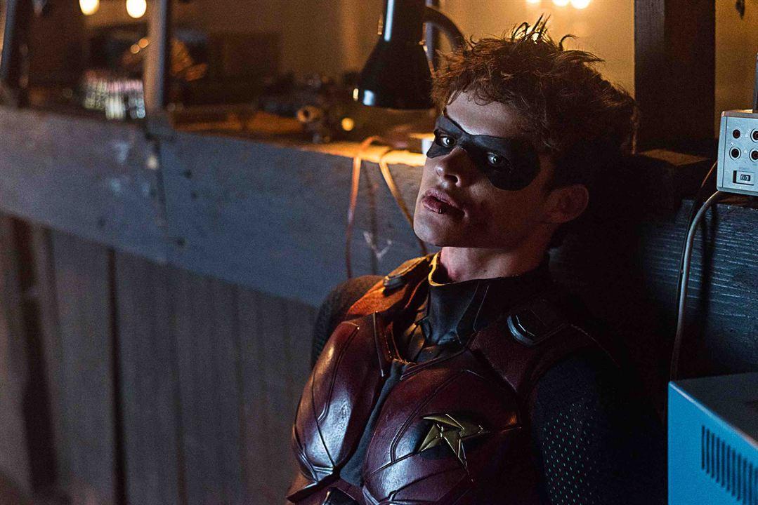 """""""Titans""""ın Yeni Tanıtımında Deathstroke, Jason Todd'u Kaçırıyor!"""